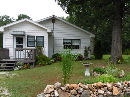 Cottage in The Ozark Woods : Norwood : Wright County : Missouri