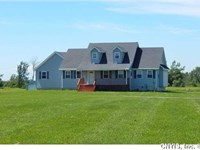 Charming Cape Cod 5+ Acres Just : Philadelphia : Jefferson County : New York