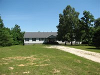 Large Country Home 11 Acres : Adamsville : McNairy County : Tennessee