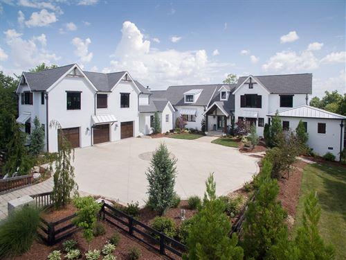 Gorgeous Farmhouse Home Acreage : Franklin : Williamson County : Tennessee
