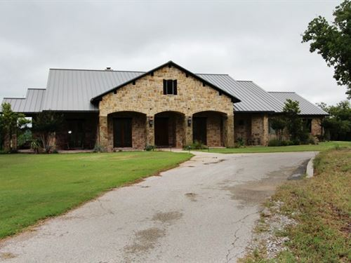 Large Equine Facility In Ne Texas : Weatherford : Parker County : Texas