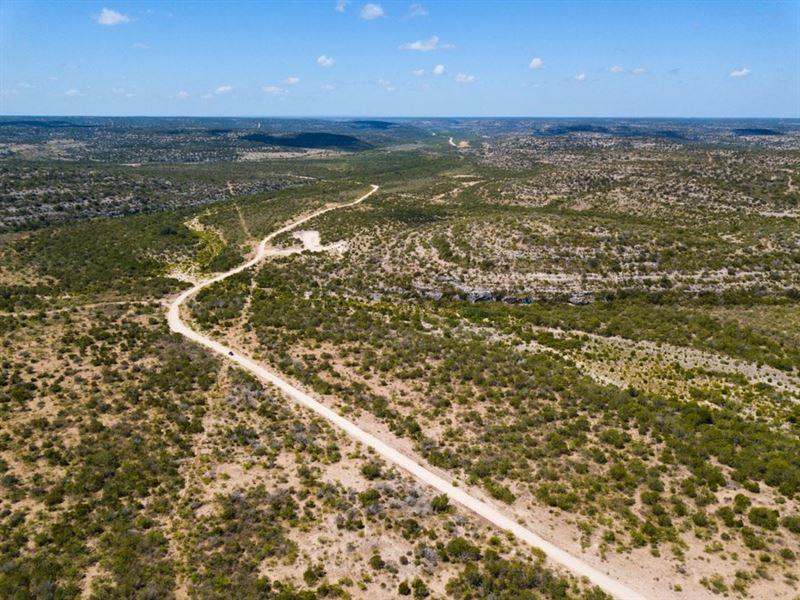 Hunting Ranch 2,550 Acres Val Verde : Del Rio : Val Verde County : Texas