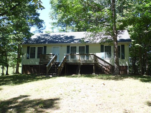 Well Maintained Cottage Surrounded : Mouth Of Wilson : Grayson County : Virginia
