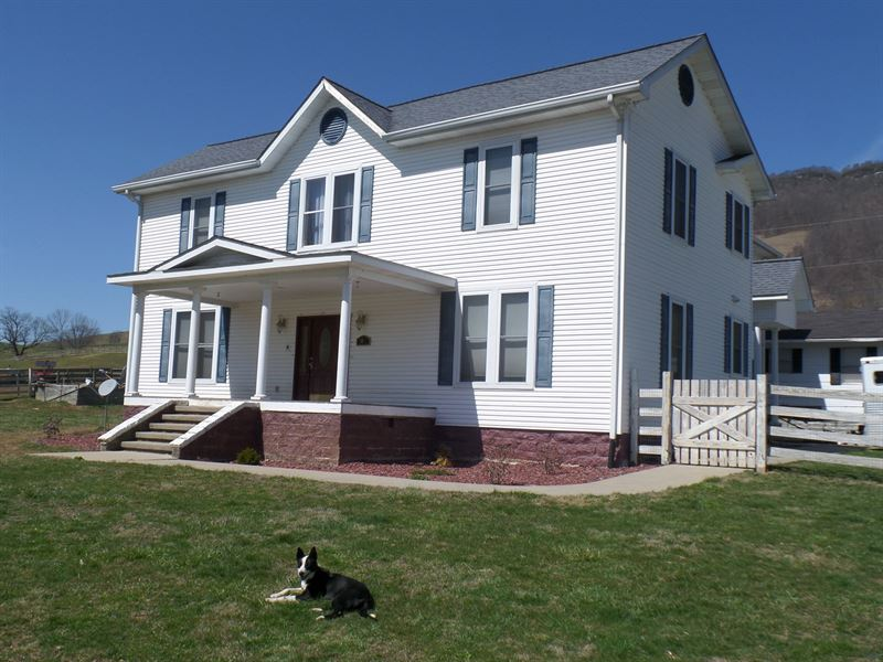 Beautiful Remodeled Farm House : Tazewell : Tazewell County : Virginia