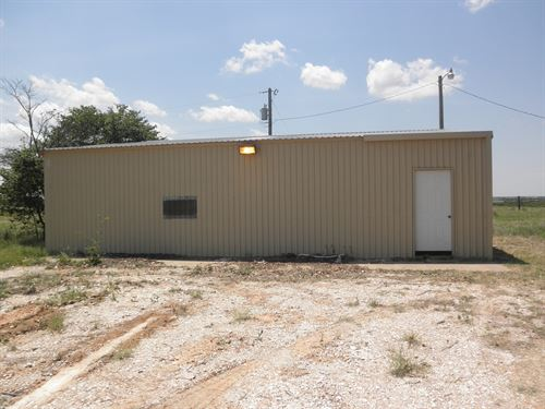 Small Acreage & Shop Building : Erick : Beckham County : Oklahoma