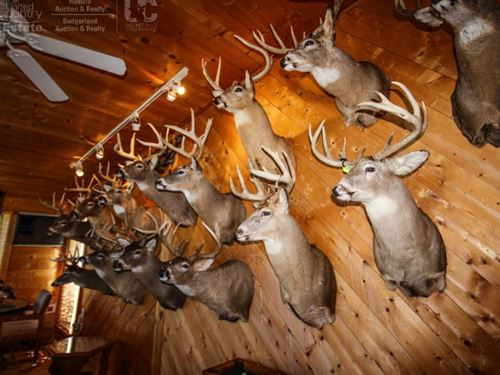 Legacy Trophy Hunting Camp : Wauzeka : Crawford County : Wisconsin