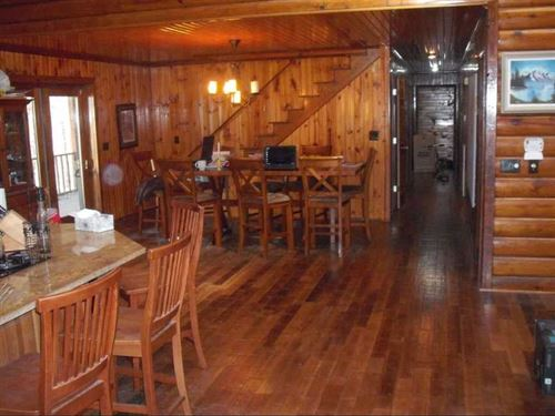 128 Acres With a Beautiful Cabin : Paris : Henry County : Tennessee