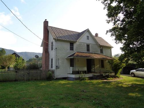 Victorian Farmhouse On 35.92 Ac : Thorn Hill : Hancock County : Tennessee
