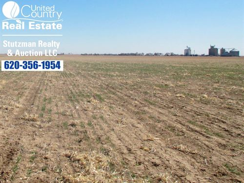 300 Acre Tract Dryland Farmground : Big Bow : Stanton County : Kansas