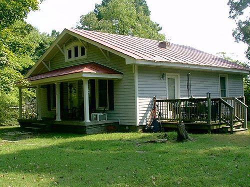 1920'S Bungalow With 10.22 Acres : Victoria : Lunenburg County : Virginia