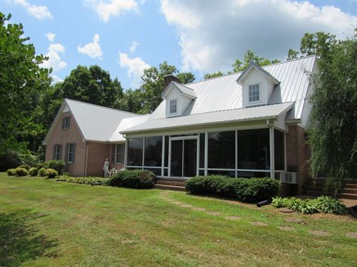 Country-Style Brick Home Perfect : Linden : Perry County : Tennessee
