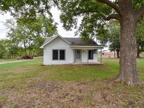 Great Farm With Fences Barn Quitman : Quitman : Wood County : Texas