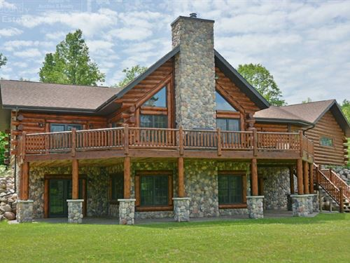 Extravagant Log Home River Frontage : Glidden : Ashland County : Wisconsin