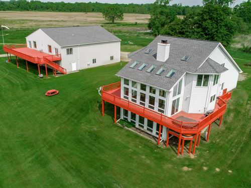 Upscale Home With Air Strip Access : Webberville : Livingston County : Michigan