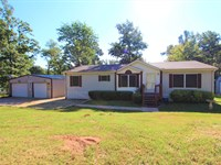 Country Home On Private Lake : Arthur City : Lamar County : Texas