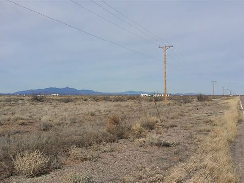 8.56 Acres Desert Land Located : Deming : Luna County : New Mexico