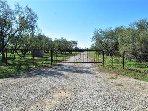 Price Reduction, Immaculate Cust : Henrietta : Clay County : Texas