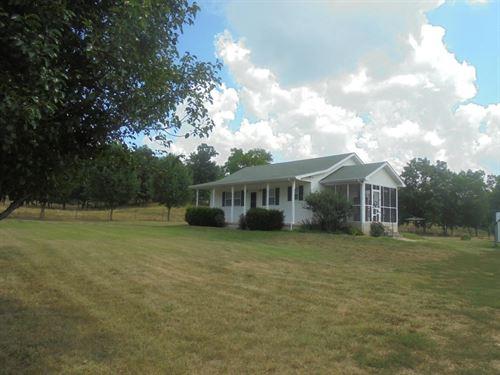 Cattle Horse Farm in Heart Ozarks : Pottersville : Howell County : Missouri