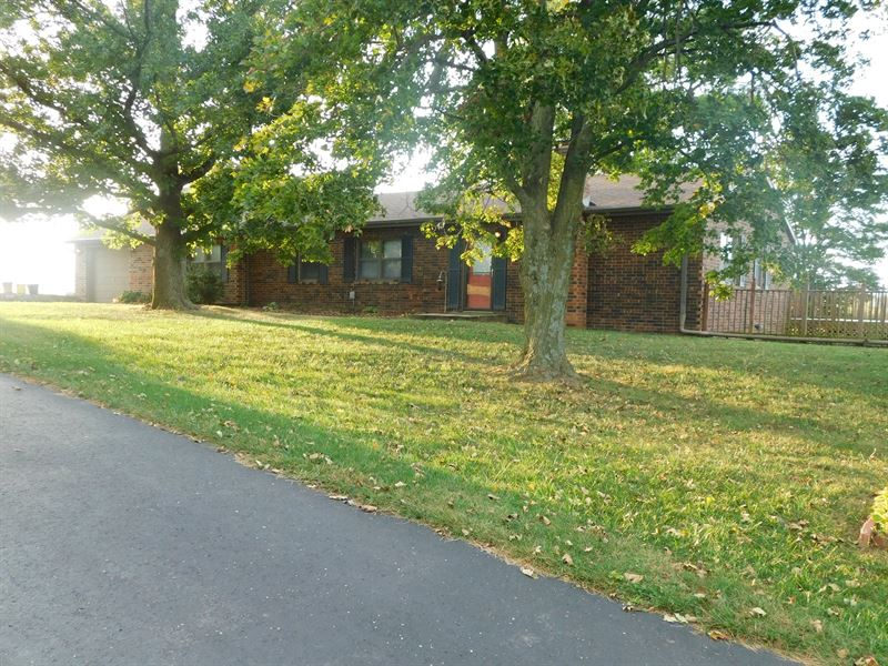 Large Ranch Home Sits 13 Acres M/L : Atchison : Atchison County : Kansas