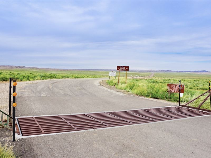 Ranch W Road Frontage, Pond & Cabin : Rawlins : Sweetwater County : Wyoming