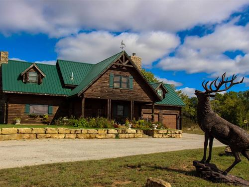 154.5 Acre Log Cabin Lake Home : Attica : Harper County : Kansas