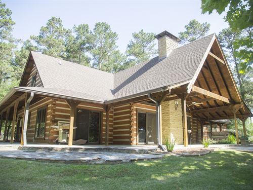 40 Acres Lufkin Log Cabin : Lufkin : Angelina County : Texas