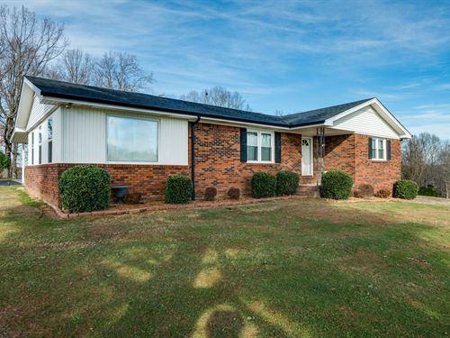 42.69Ac, 5Bd Hm, Garages, Rv Garage : Lafayette : Macon County : Tennessee