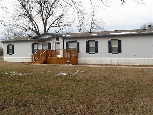 Country Home & Small Acreage South : Tyler : Smith County : Texas