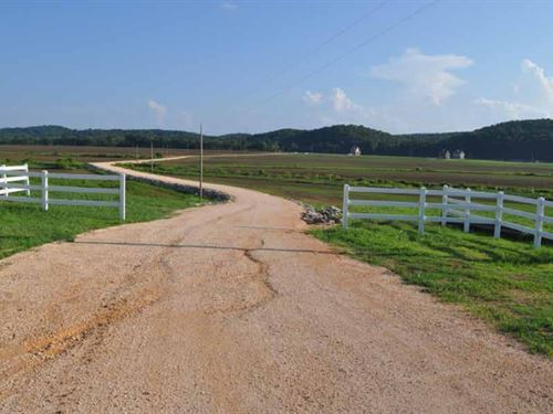 Beautiful Riverfront Farm : Clifton : Warren County : Tennessee