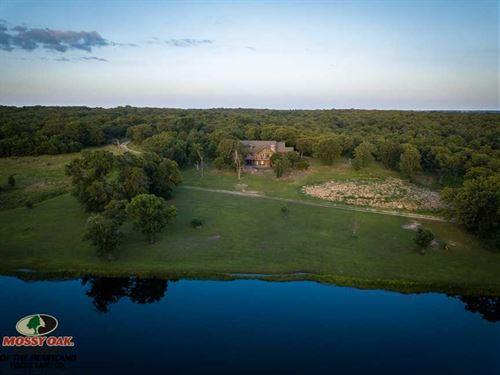 3900 Sq, Ft, Log Home Overlooking : Caney : Chautauqua County : Kansas
