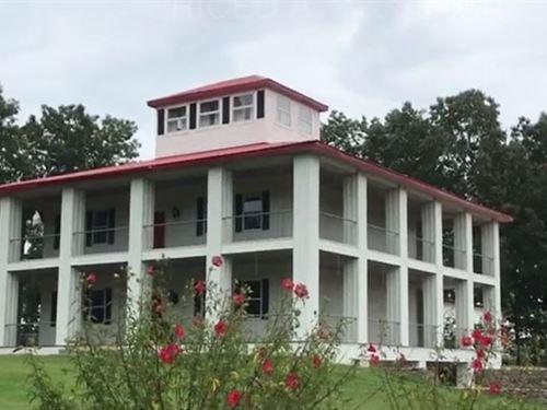 Arkansas Plantation Home : Evening Shade : Izard County : Arkansas