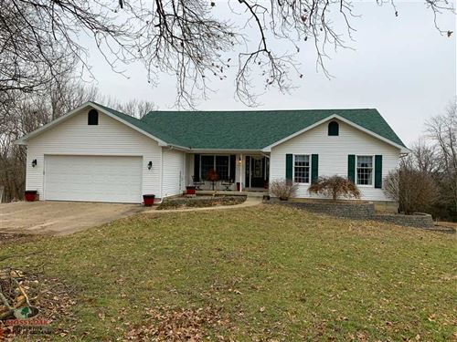 Gorgeous Home And 150 Acres of Mix : Wheatland : Hickory County : Missouri