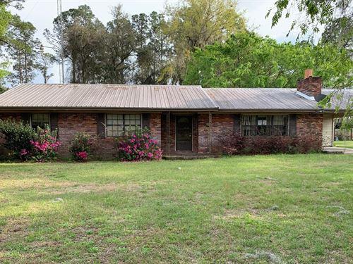 4 Bedroom, 2 Bath Brick Home 5.77 : Live Oak : Suwannee County : Florida
