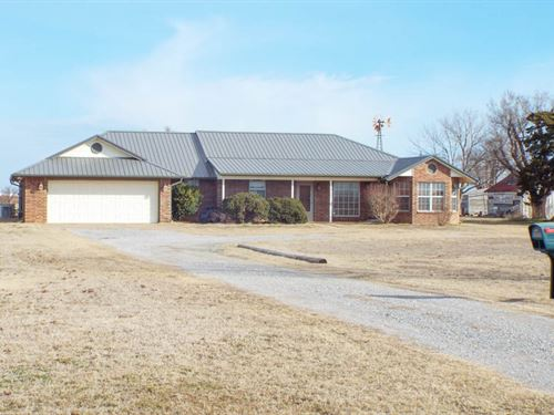 Ranch Style Home With 19 Acres : Enid : Garfield County : Oklahoma