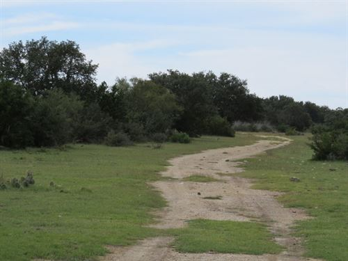 28.32 Acres With Water Well : Rocksprings : Edwards County : Texas