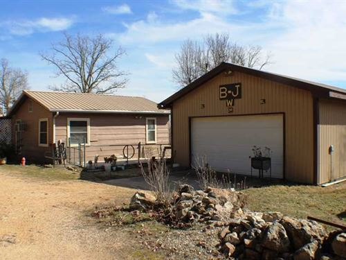Residential Home on 28 Acres For : Ellsinore : Carter County : Missouri