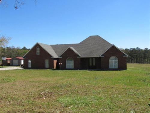 Executive Style Home On 6.34 Acres : McComb : Pike County : Mississippi