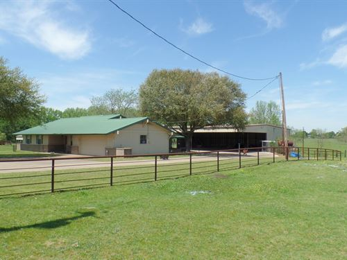 East Texas Country Home, Barn, 5 : Quitman : Wood County : Texas