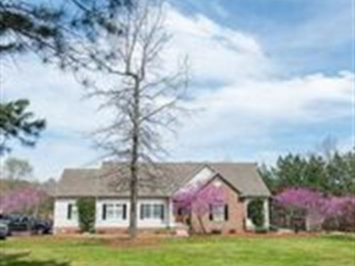 Immaculate Home With Acreage : Landrum : Spartanburg County : South Carolina