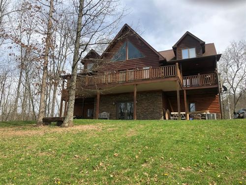 Log Cabin Situated Private Retreat : Castlewood : Russell County : Virginia