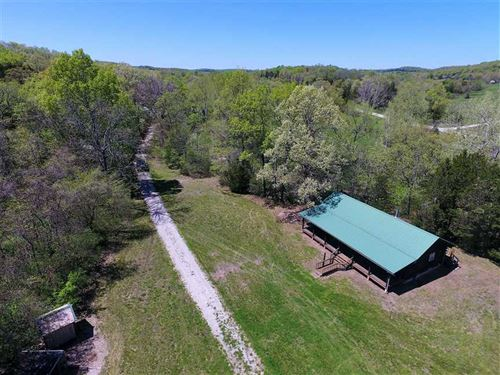 Cabin And Shop With Living Quarters : Bradleyville : Taney County : Missouri