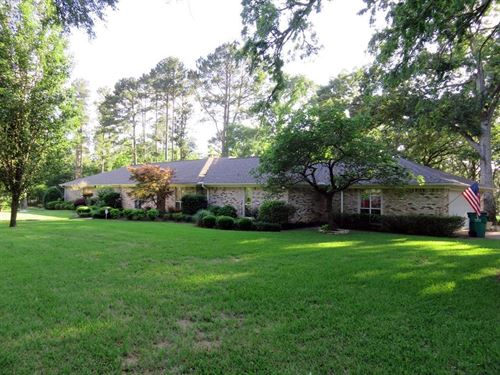 House In East Texas With Land Pond : Palestine : Anderson County : Texas