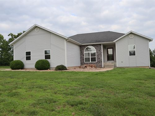 Beautiful Country Home 5 Acres Pool : Camdenton : Camden County : Missouri