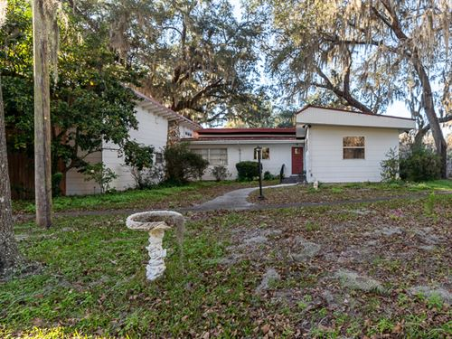 Unique Sprawling Lakefront Home : Live Oak : Suwannee County : Florida