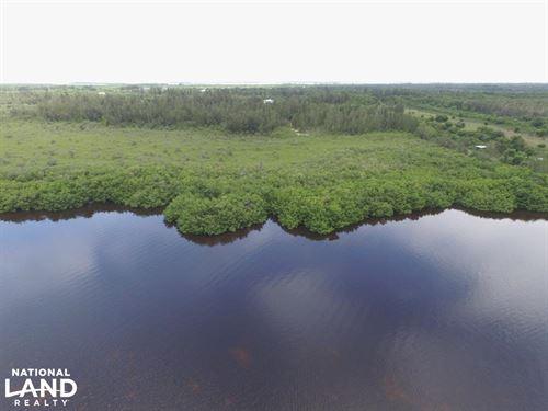 Pine Island Waterfront Oasis : Bokeelia : Lee County : Florida