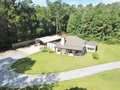 Hunting Lodge With Pond & Creek : Woodville : Wilkinson County : Mississippi