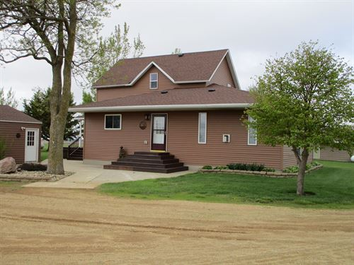 8.9 Acre Country Home Located : Elkton : Lincoln County : Minnesota