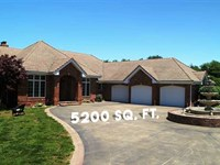 Beautiful Home With 203 Acres in : Urbana : Hickory County : Missouri
