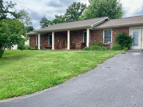 Pending, 4Br, 3Ba Brick Ranch Style : Burkesville : Cumberland County : Kentucky