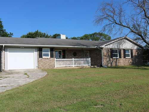 3 Br, 2.5 BA Country Home Acreage : Prairie Home : Cooper County : Missouri